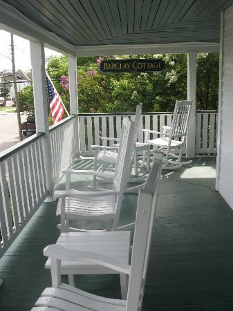 Barclay Cottage Bed and Breakfast: second floor porch
