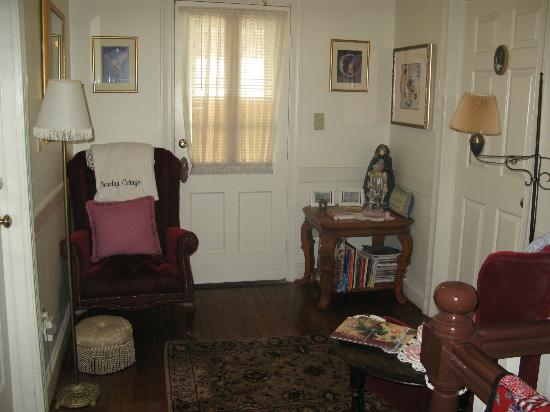 Barclay Cottage Bed and Breakfast: hallway