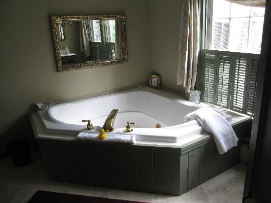 Rosewood Country Inn: 2-Person Jucuzzi tub