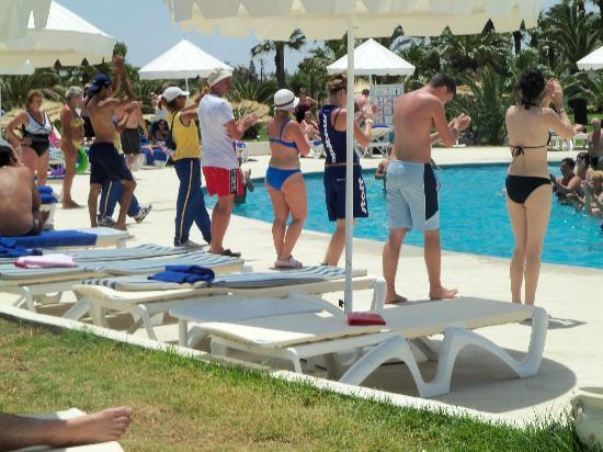 Iberostar Diar El Andalous: l'équipe d'animation au bord de la piscine