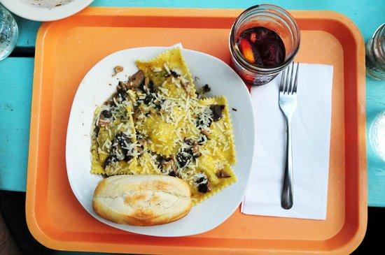 Dominick's: Portobello Ravioli and Sangria