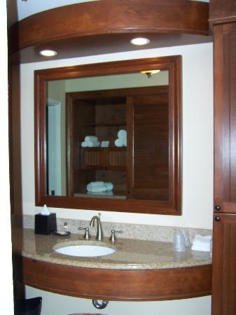 Sheraton Suites Key West: Large bathroom