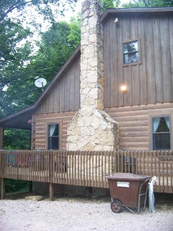 Chalets in Hocking Hills: Cabin exterior