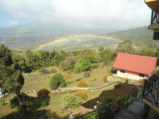 Cabanas El Parador: cabañas y Jardín