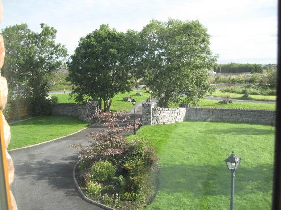 Oranhill Lodge: View out the front balcony