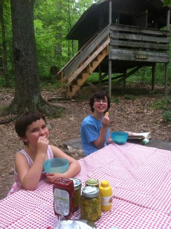 Maple Tree Campground: Getting ready for Dinner at Maple Tree Campgrond
