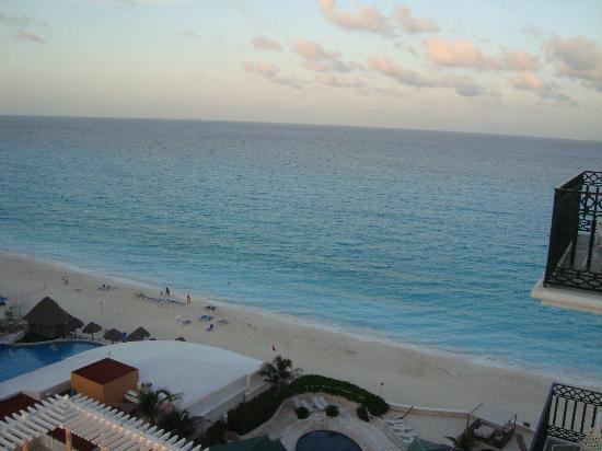 Sandos Cancun Lifestyle Resort: Atardecer en el mar