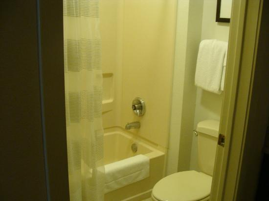 HYATT house Dallas/Addison: bathroom in second bedroom