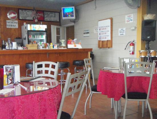 Nelli' sCafe: Inside Nelli's