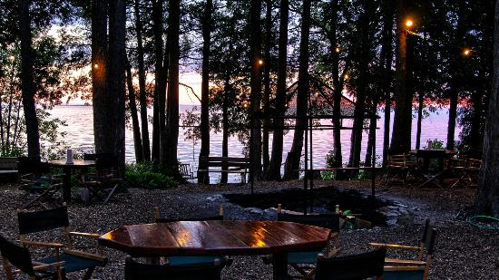 Peninsula Players Theatre : Lovely wooded setting with lake view