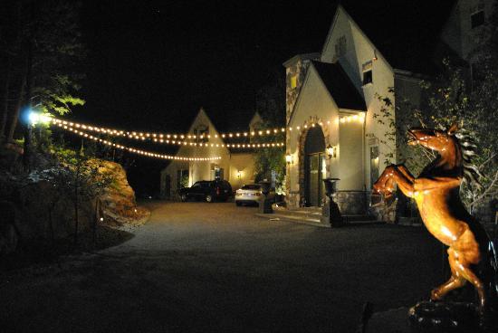 Arrowhead Manor 사진