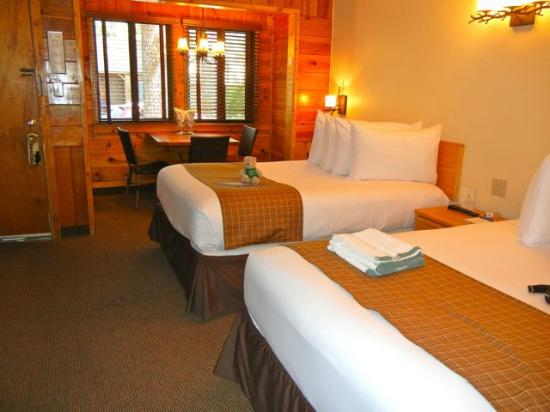 Cedar Glen Lodge : Rooms are large, comfortable and cute