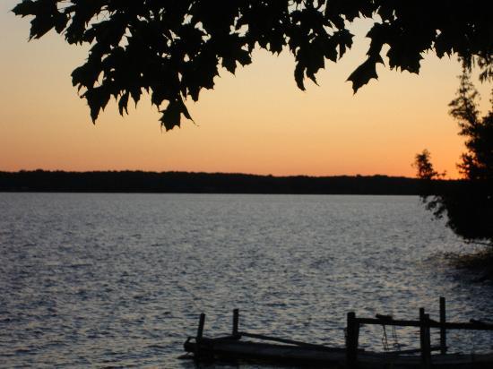 Timberlane Rustic Lodges: Sunset on Lake Manitou at Timberlane