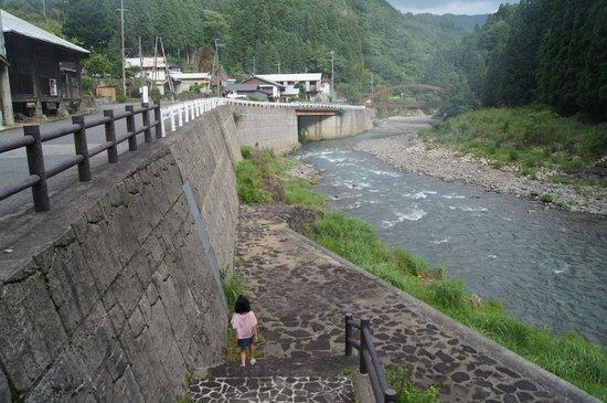 Hotel Nosegawa: ホテルの裏にある川