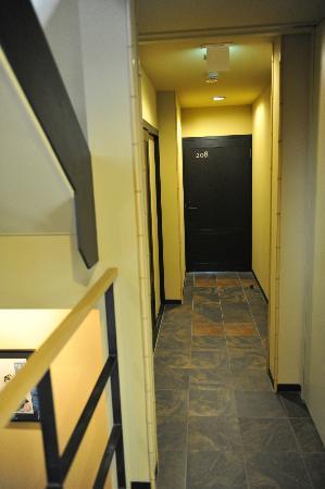 Kyomachiya Ryokan Sakura Honganji: Doorway to room