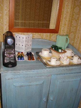 Hotel La Barcarolle : coffee machine