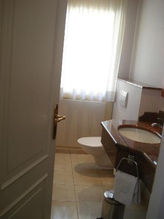 Hotel La Barcarolle : second bathroom