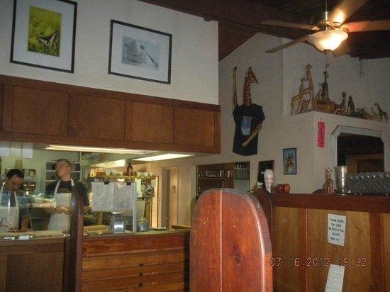 Mateel Cafe: interior near kitchen