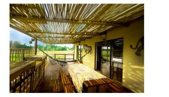 MoAfrika Backpackers: hotel deck