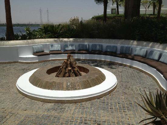 Hilton Luxor Resort & Spa: Firepit that overlooks The Nile