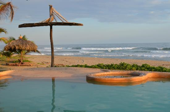 Playa Viva: Pool in the late afternoon