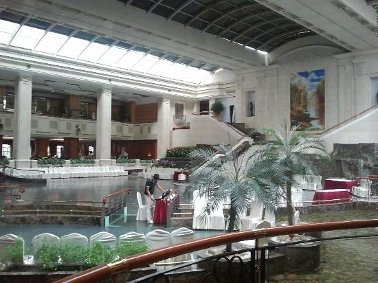 Homeland Hotel: hall