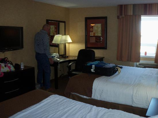 Holiday Inn Calgary Airport: The room