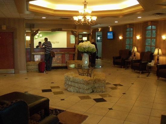Holiday Inn Calgary Airport: The reception