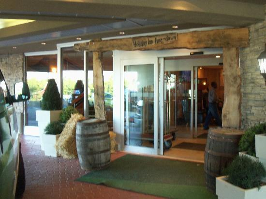 Holiday Inn Calgary Airport: The entrance during Stampede