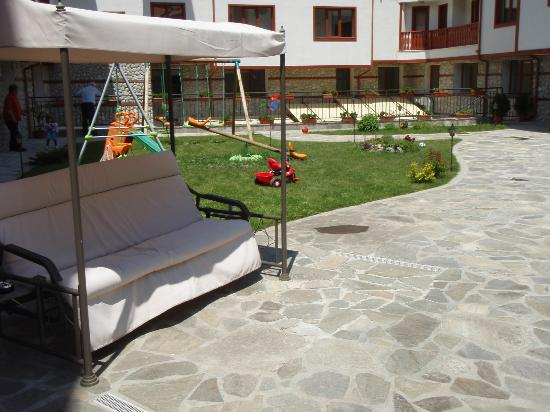 Pirin River Ski & Spa: Garden