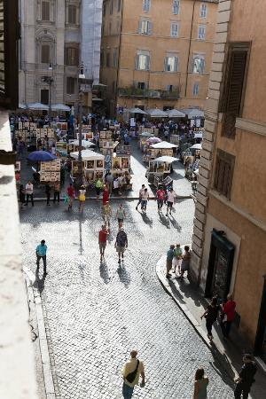 Relais Al Senato: View to Piazza Navona from our room.