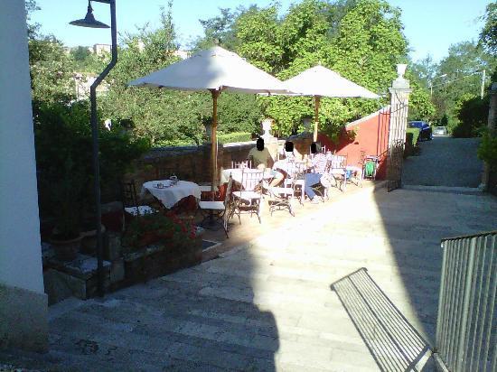 Borgo Grondaie: Colazione all'esterno