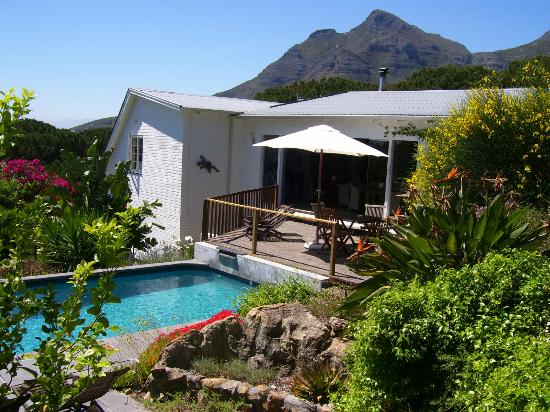 Cape Paradise Lodge and Apartments: The Lodge with Devils Peak