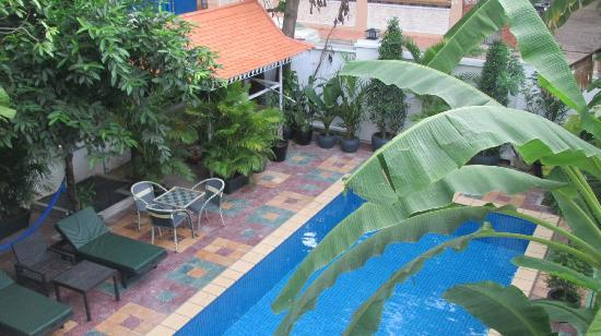 3 Mangos: Pool from guest balcony