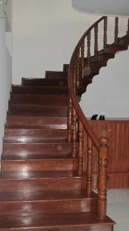 3 Mangos: Teak Staircase