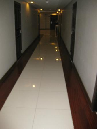 Royal Suite Residences: Hall