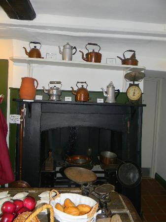 Cambridge and County Folk Museum : Kitchen