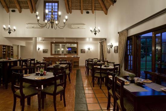 Oakhurst Hotel: Restaurant