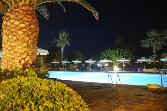 Grecotel Lakopetra Beach: κεντρική πισίνα