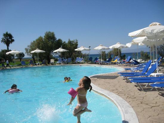 Grecotel Lakopetra Beach: νεροτσουλήθρες πισίνα