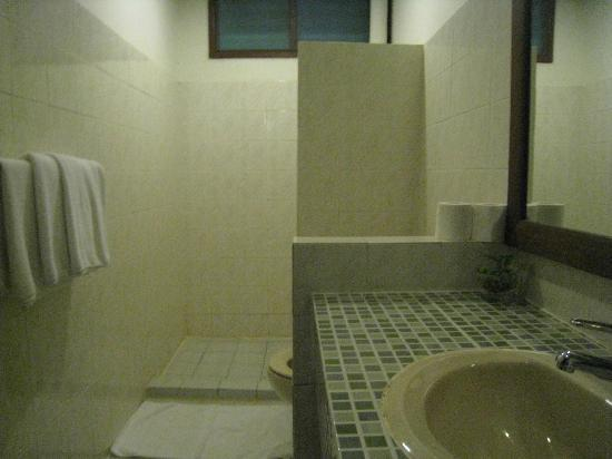 Nongsa Village: Bathroom