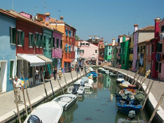 Laguna di Venezia: Canal-side , Burano