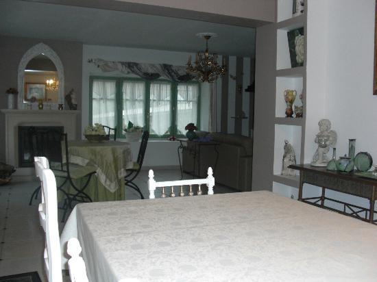 La Chimere : salle à manger salon