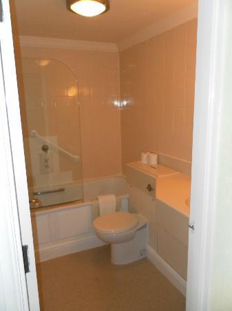 Bay Carlton Hotel: Bathroom
