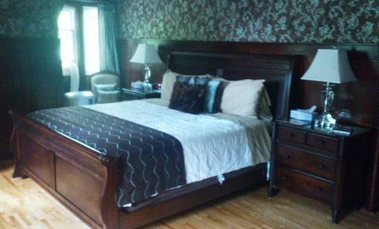 Brown's Manor Bed and Breakfast: Ask for this