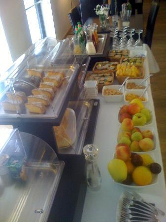 Belmonte Hotel: Breakfast table