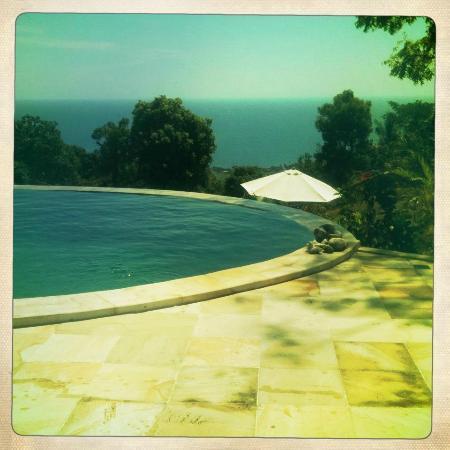 The Hamsa Bali Resort: zwembad 1 met uitzicht