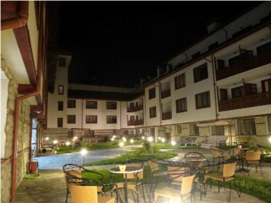 Pirin River Ski & Spa: Garden by night