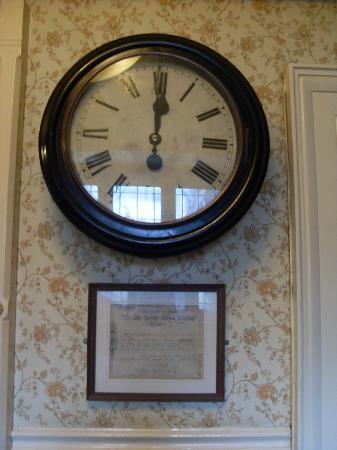 Best Western The Bell In Driffield: Landing clock