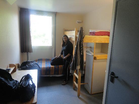 Auberge de Jeunesse D'Artagnan : One of the Twin Room at the Hostel D'Artagnan in Paris